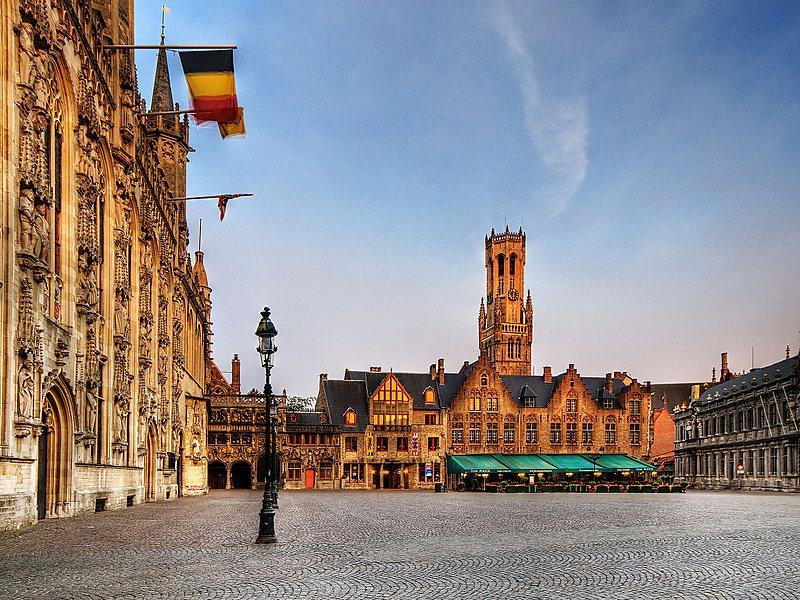 Что можно увидеть в Брюгге за один день: площадь Бург