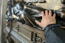 Скульптура рыцаря Скульптура Everard 't Serclaes (Гранд-Плас, Брюссель)